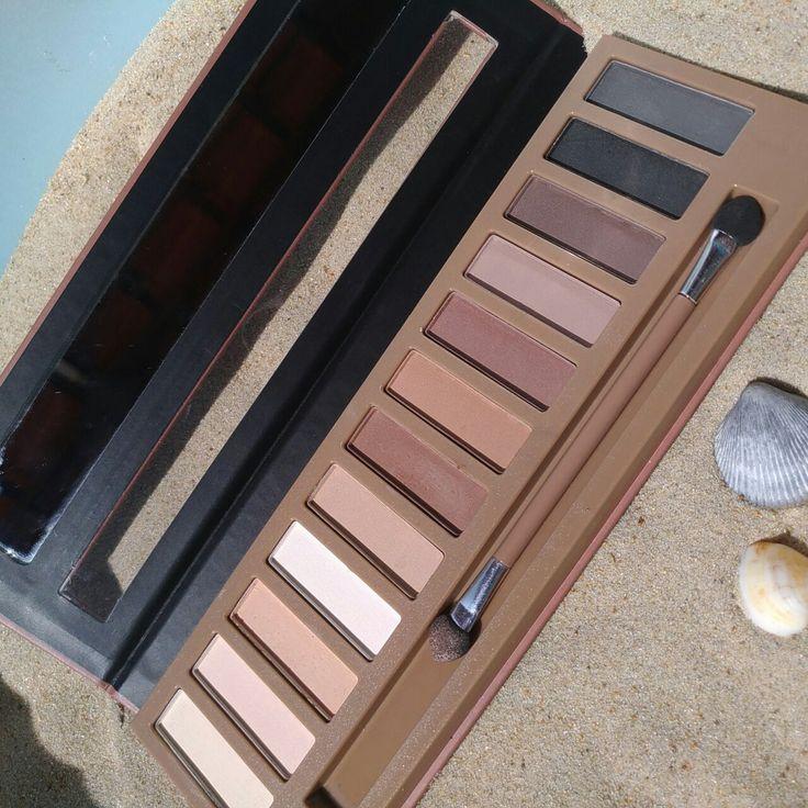 Paleta com 12 sombras matte Play The Nude Shadows Luisance!