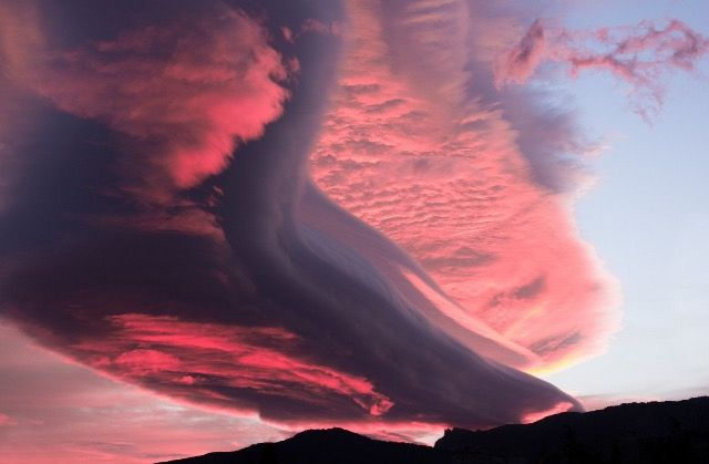 Part of it looks like a lenticular cloud, but not sure of rest.