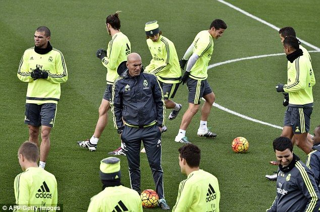 New Real Madrid manager Zinedine Zidane (centre) take a training session on Friday