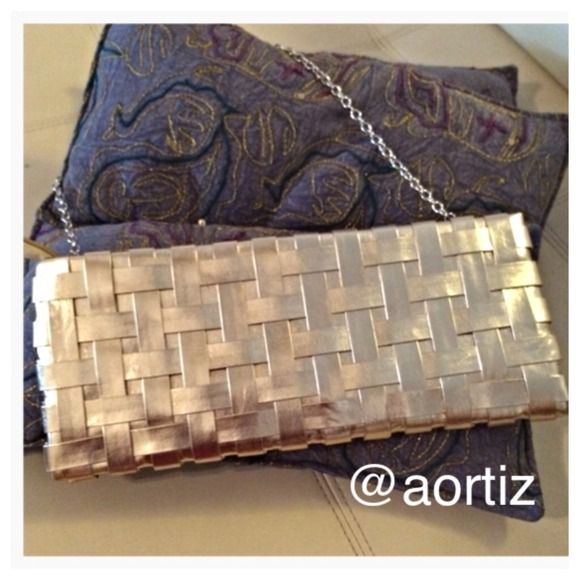 GOLD CLUTCH HOT and in style gold clutch! Bags