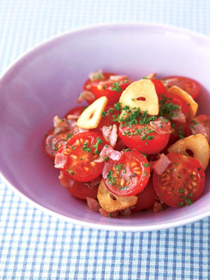 ベーコンとトマトのグルタミン酸が旨みの素|『ELLE a table』はおしゃれで簡単なレシピが満載!