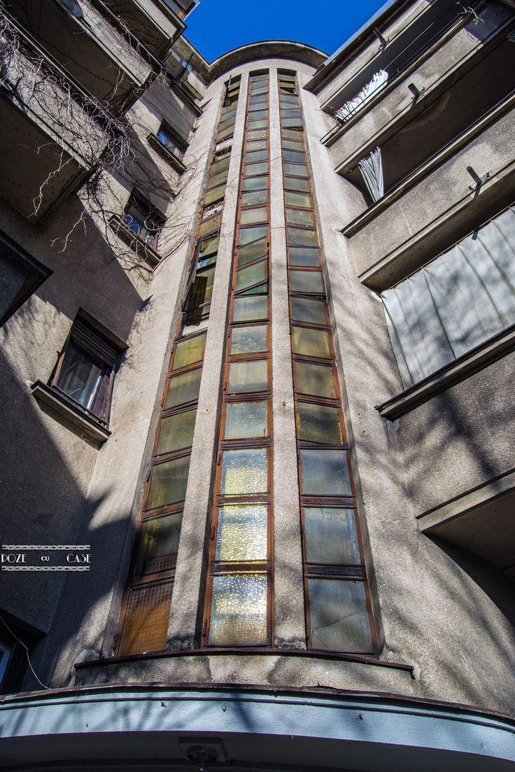 Blocul cu 4 etaje din imagine, construit în 1935 și aflat pe strada Logofăt Luca Stroici la numărul 11, nu are astăzi nicio crăpătură, după spusele locatarilor, deși a suportat toate marile cutremure din istoria recentă; nu figurează la nicio clasă de risc seismic. Este prevăzut și cu adăpost anitiaerian - se poate vedea după simbolul (interbelic) din apropierea intrării. Se spune că întreaga construcție beneficiază de ranforsări suplimentare.