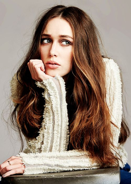 Alicia Debnam-Carey << she's so pretty she's so fucking pretty HOW IS SHE THIS FUCKING BEAUTIFUL