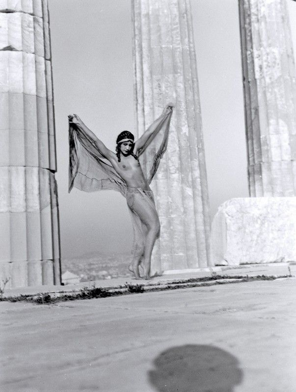 Nelly's... Η Ουγγαρέζα χορεύτρια Nikolska στον Παρθενώνα Αθήνα, 1929 Φωτογραφικό Αρχείο Μουσείου Μπενάκη