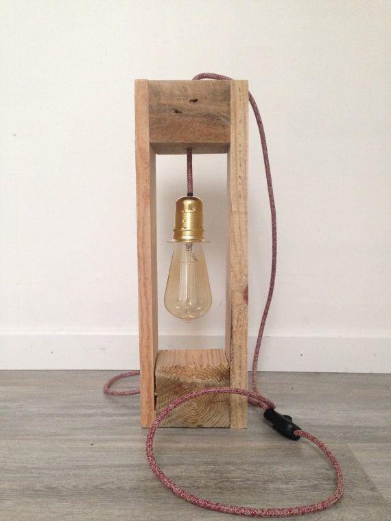 lámpara suspendida de madera de palet por WOODINLIGHT en Etsy