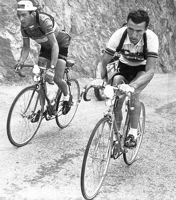 Tour de France 1955. 17^Tappa, 25 luglio. Toulouse > Saint-Gaudens. Col d'Aspin. Charly Gaul (1932-2005) e Louison Bobet (1925-1983)