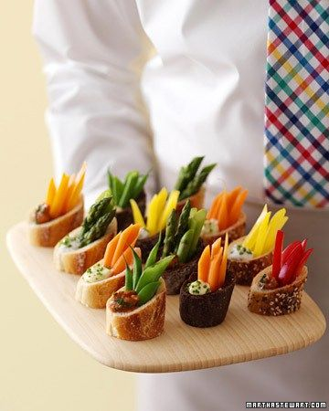 Here is a great appetizer idea. Healthy. Beautiful. Easy to pass. Easy to eat. Martha gives us a little bit of DIY instruction here. It's fresh veggies, in bread cups, served with dip in the …