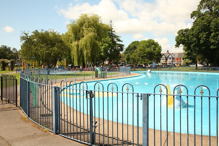 Victoria Park. Used to love paddling here