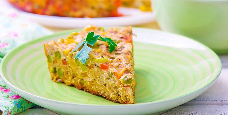 El día de hoy queremos compartir con ustedes una receta realmente deliciosa, con ustedes un nutritivo y saludable pastel de pollo con verduras. Una sencilla receta que es muy rica en proteínas, fibra y minerales. googletag.cmd.push(function() { googletag.display('div-gpt-ad-1447299446110-0'); }); INGREDIENTES 2 tazas de pollo cocido cortado en cubitos pequeños ½ taza de cebolla cortada en [...]