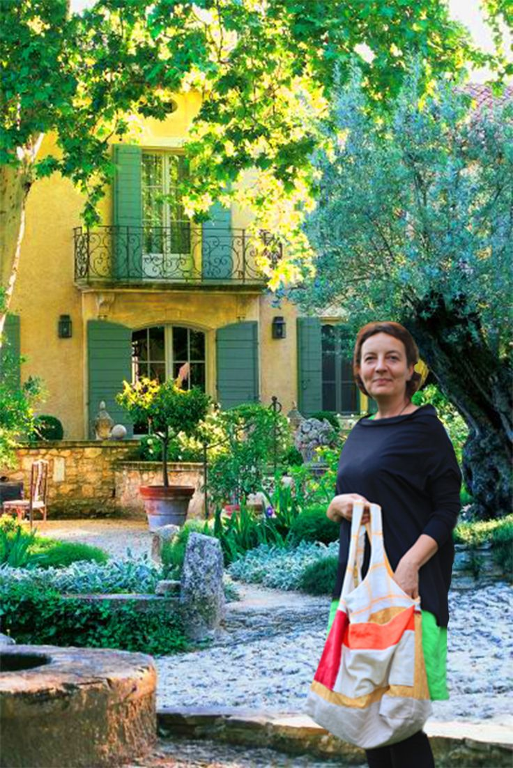 1Eve in Peovence with artistic bag PROVENCE