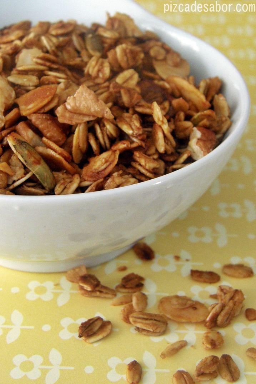 Esta granola es de mis favoritas porque yo le agrego los frutos secos y fruta al gusto, o dependiendo de lo que tenga en la casa, lo que la hace muy versátil.