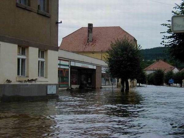 Výsledek obrázku pro kamýk nad vltavou povodně 2002