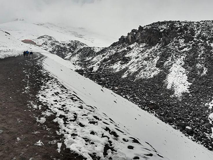 Sendero hacia El Refugio del Volcán Cotopaxi, Ecuador. Diciembre 2017.
