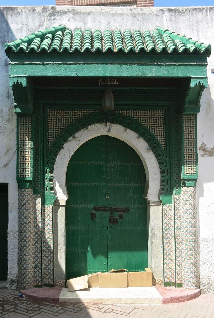 Tangeri, Marocco http://www.risaleomar.com/un-respiro-di-marocco-la-mia-tangeri-in-foto/#.VQhfIzrRp1M