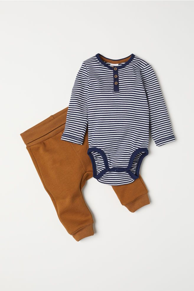 Bodysuit And Pants Mit Bildern Baby Outfit Junge Newborn Outfit Neugeborene Kleidung