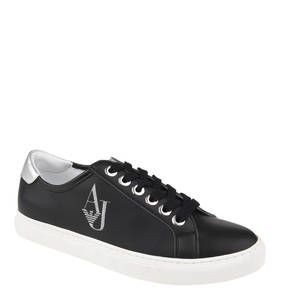 #ARMANI #JEANS #Sneaker, #Glitzer #Logo, #abgesetzte #Fersenkappe Die Sneaker von ARMANI JEANS für Damen sind an der Seite mit einem großen Glitzer-Logo versehen. Ebenfalls farblich abgesetzt ist die Fersenkappe im Metallic-Look. In einem modernen und gleichzeitig zeitlosen Design zeigen sich die Sneaker von ARMANI JEANS. Dadurch bieten sie eine Vielzahl von Kombinationsmöglichkeiten. Für einen individuellen und bestmöglichen Tragekomfort kann die Innensohle herausgenommen und gegen eine…