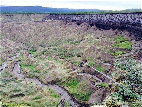 シベリアの永久凍土地域にぽっかりと口を開けた巨大な陥没「地下への入り口」から見えてくる地球の変化とは? - GIGAZINE