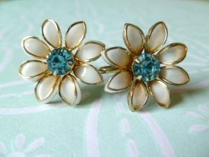Earrings: Earrings Screw, White Daisies, Daisies Aquamarines, Rhinestones Earrings, Aquamarines Rhinestones, Flower Studs, Flower Power, Flower Earrings, Rhinestone Earrings