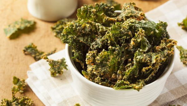 Swap The Snacks  Mindless munching can quickly sabotage your healthy eating efforts, especially if you're snacking on junk food. Stock your pantry with healthy snacks, like kale chips and roasted chickpeas, for guilt-free snack options. You can bake kale chips at home, in just 10 minutes at 350 degrees, using a teaspoon or two of olive oil and tablespoon of grated parmesan cheese. One ounce of baked kale chips will only cost you about 35 calories; one ounce of potato chips contains 155…