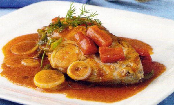 Receta de Bonito estofado en http://www.recetasbuenas.com/bonito-estofado/ Prepara este delicioso plato de Bonito estofado de forma fácil y rápida. Prepara este sano plato de pescado acompañado de verduras y vegetales.  #recetas #Pescado #bonito