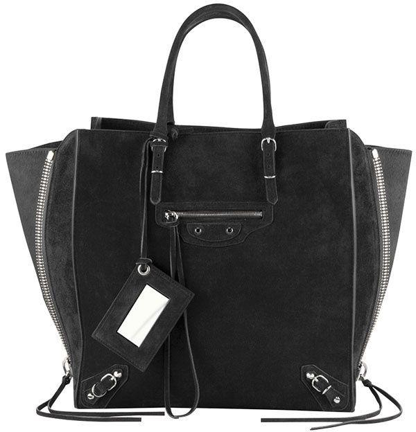 €1,872, Sac fourre-tout en daim noir Balenciaga. De Neiman Marcus. Cliquez ici pour plus d'informations: https://lookastic.com/women/shop_items/144002/redirect