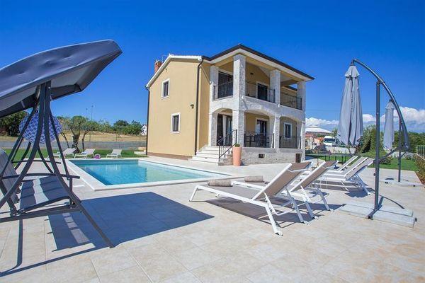 Villa Vanesa  Villa in Montizana met privé zwembad super uitzicht en 10 km van Porec & strand  EUR 1057.67  Meer informatie  #vakantie http://vakantienaar.eu - http://facebook.com/vakantienaar.eu - https://start.me/p/VRobeo/vakantie-pagina