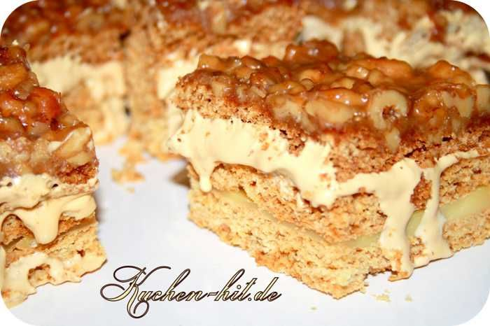 Rezept für einen Karamell Kuchen – eine Art Honigkuchen mit Puddingcreme, Walnüssen und Karamellcreme. Ein toller Weihnachtskuchen