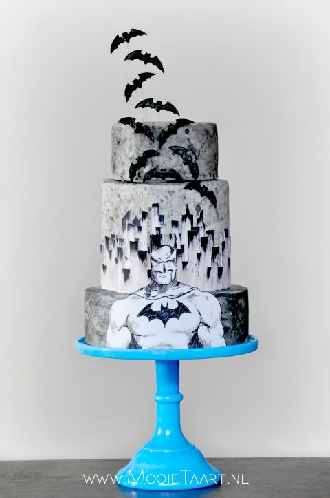 I made this hand painted Batman cake for my sons 7th birthday.  By Willemke Bulder, www.mooietaart.nl