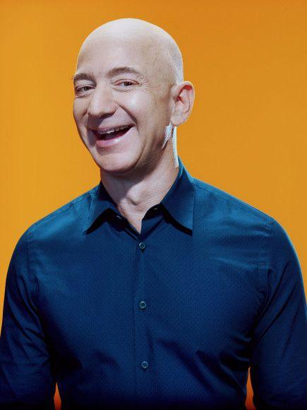 La 10 ianuarie 2018, potrivit The Bloomberg Billionaires Index,averea lui Bezos se ridica la 106 miliarde de dolari. Bezos nu este doar un om de afaceri de succes. Este o persoana implicata in foarte multe proiecte. Pe lânga renumita platforma online Amazon, el este proprietarul publicatiei The Washington Post si al companiei aeronautice Blue Origin.…