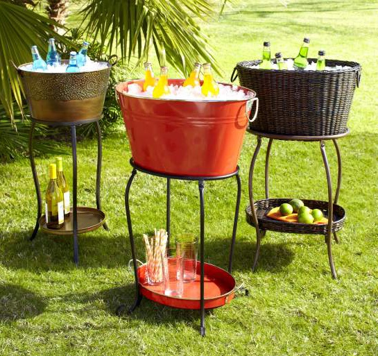 These beverage tubs are so functional and stylish. They don't take table space and work as a self-serve bar. Loving the red one for my patio! #Pier1Outdoors #Ad