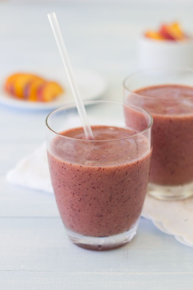 {All Fruit} Blueberry Peach Smoothie from @Confessions of a Bright-Eyed Baker | brighteyedbaker.com