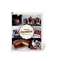 Ob Schoko-Milchschnitten, frische Zitronengrastörtchen mit weißer Schokolade oder Tiramisu-Cupcakes - in diesem Buch wird jeder Chocoholic fündig