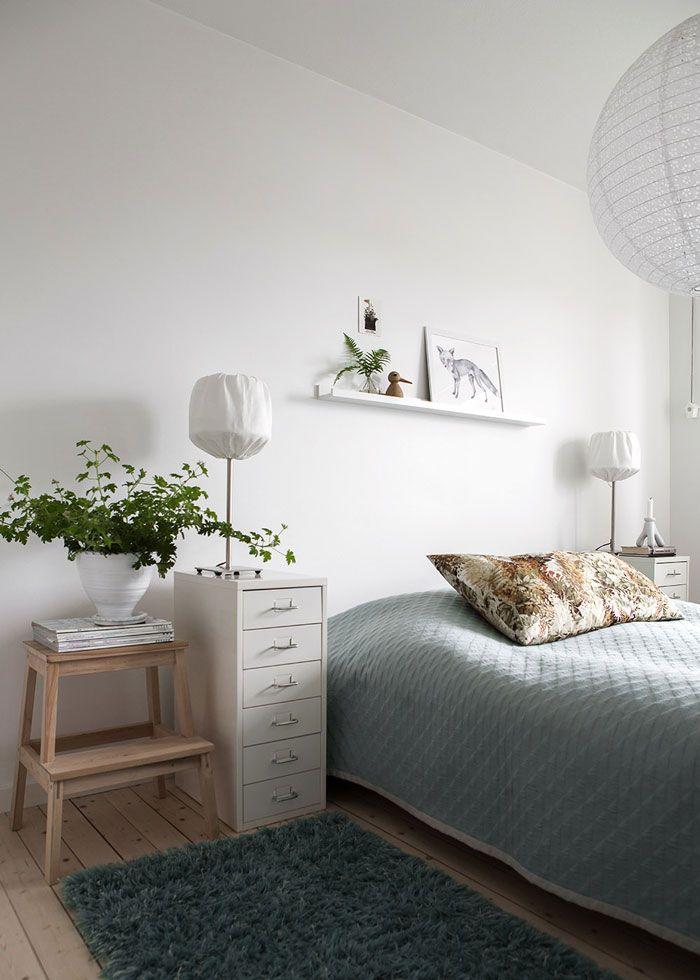 bedside table / mesita de noche archivador