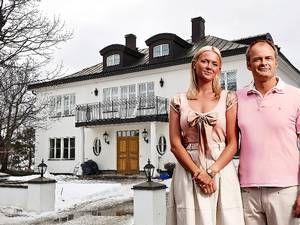 """Nu flyttar Fredde och Mickan i """"Solsidan"""" från lyxvillan"""