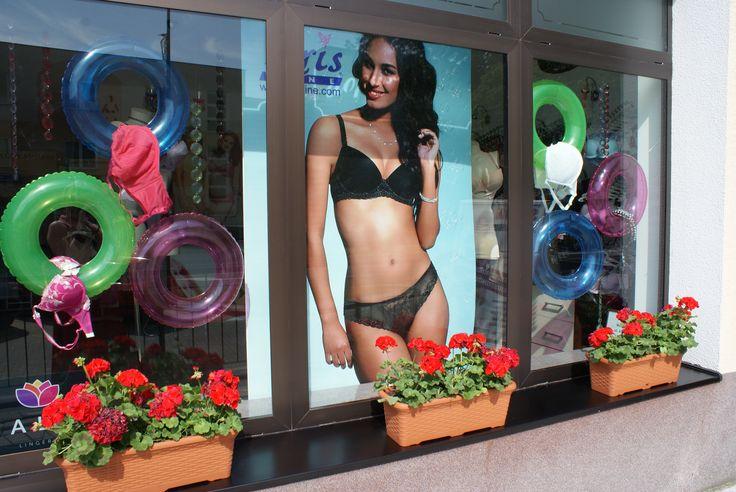 VII.2014 shop vitrine visual merchandising lingerie summer