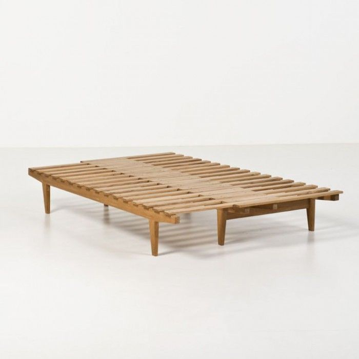 Smart design which turns from a single daybed into a double bed. This particular is a daybed from the 50's, designed by the Danish architect Ib Hylander.