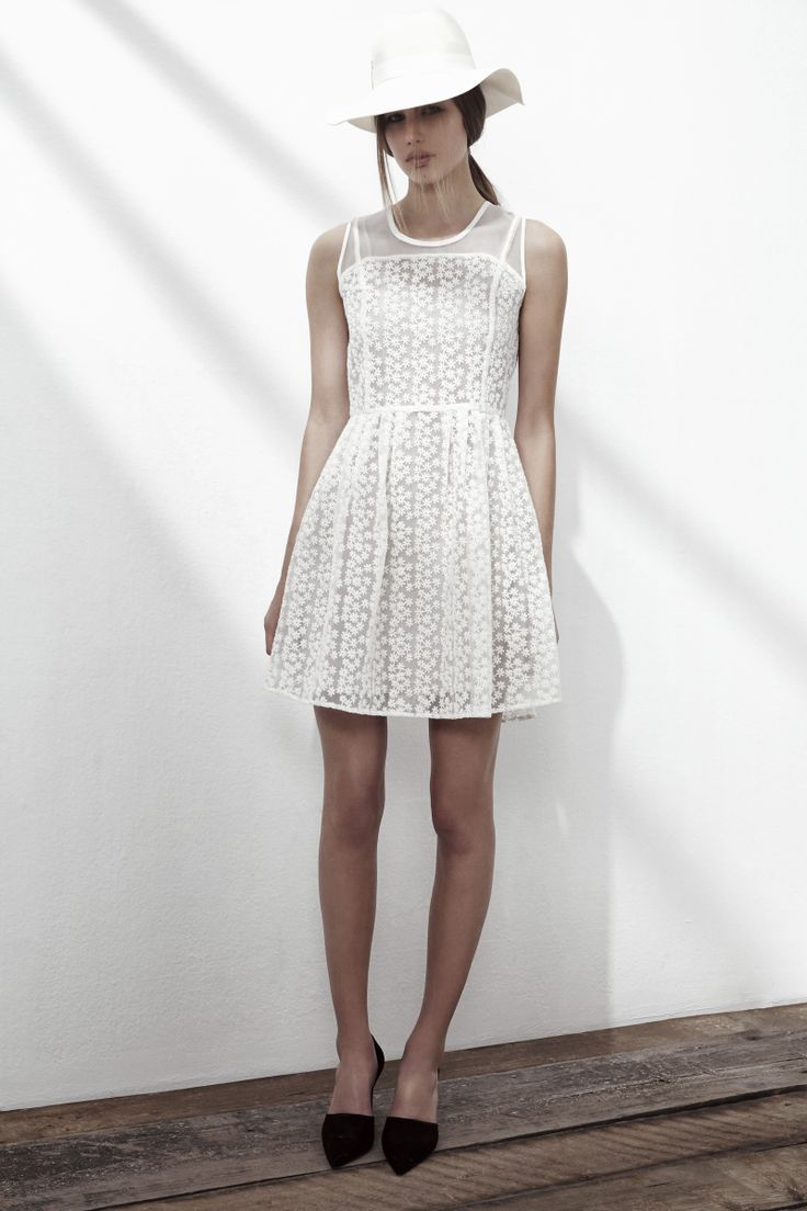 SHUFFLE CREPE DRESS IN ORGANIC WHITE. www.fallwinterspringsummer.com