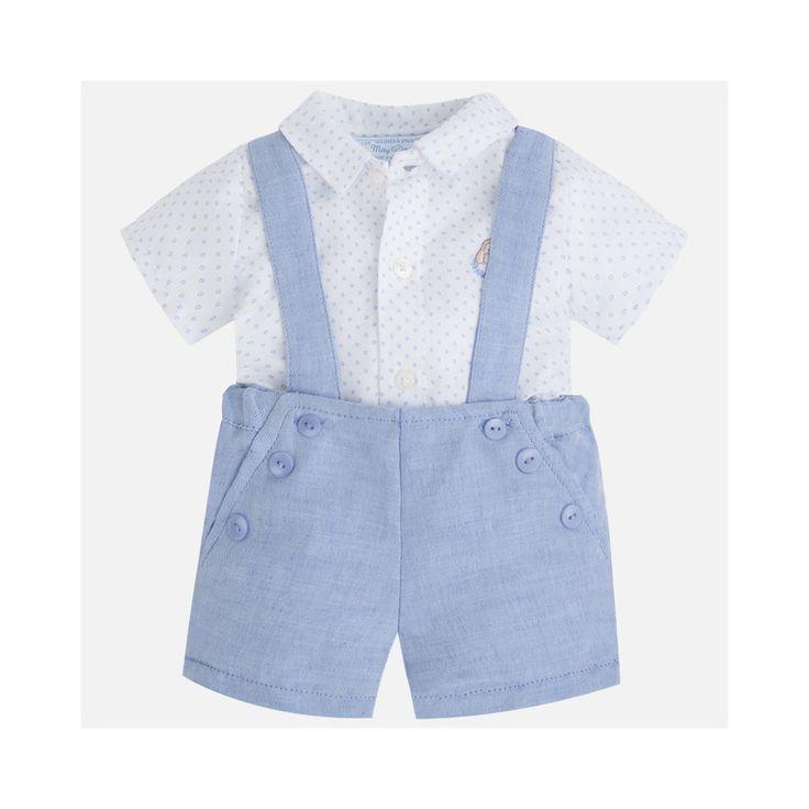 Wit overhemd met lichtblauwe bermuda van Mayoral. Lichtblauwe accenten op het witte shirt.