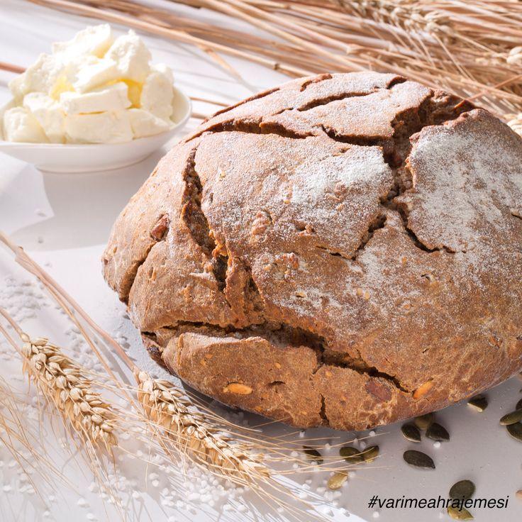 """Upečte si společně s dětmi celozrnný ořechový chléb, recept najdete na straně 62 v publikaci """"Vaříme a hrajeme si s..."""". Kuchařku plnou zajímavých receptů, soutěží a dalších informací zakoupíte v Penny a za nákupy do ní budete získávat samolepky."""