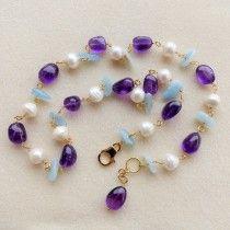 Collana di perle naturali bianche, calcedonio e ametista