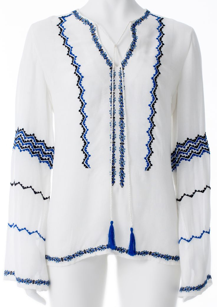Chemisier blanc broderies bleus et noires, GUESS, 69$ * White shirt with blue and black embroidery, GUESS, $69