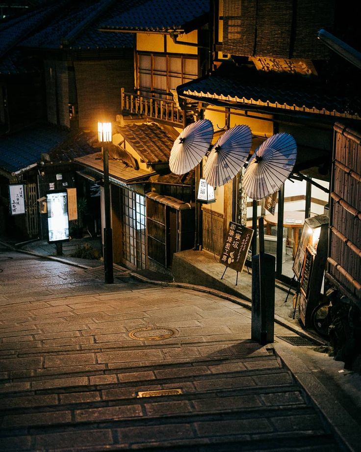 Gion, Kyoto. Photo by @saifulchin