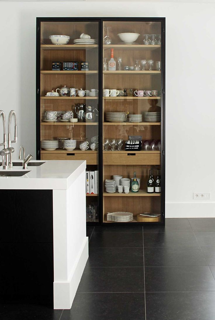 Glass cabinets for your kitchen make it easy to find exactly what you need! #decor #storageideas