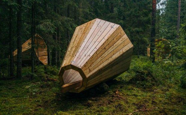Les étudiants de l' « Estonian Academy of Arts » ont imaginé et réalisé ces trois mégaphones géants d'un diamètre de trois mètres, qui permettent d'amplifier les bruits naturels de la forêt. Cette installation permet aux promeneurs de s'immerger dans une expérience sonore et sensorielle, les mégaphones servent également de lieux de repos et de contemplation.