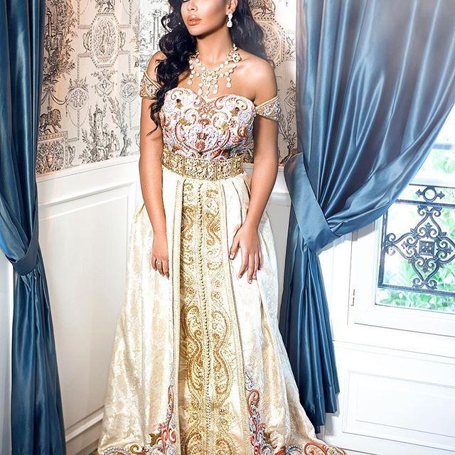 Vous êtes en France dans la région de Toulouse, vous avez un mariage, vous désirez être une princesse avec une jolie robe marocaine, alors la boutique de location de caftan à Toulouse vous propose la takchita de mariage de haut...Savoir plus