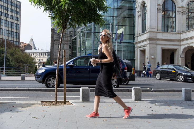 #monoclu #streetfashionbucharest #raybanfashion #leather #colorhair #casualoutfits #allblack #fashionbags #adona #cooloutfit #starbucks #coffee #airmax  http://www.monoclu.ro/air-max-help-me-to-run-and-work-in-this-crazy-bucharest/