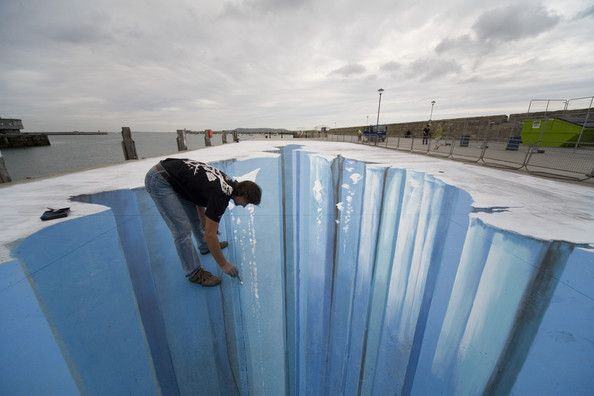 More amazing artwork from amazing 3D Street Artist Edgar Mueller - I love this guy's work!