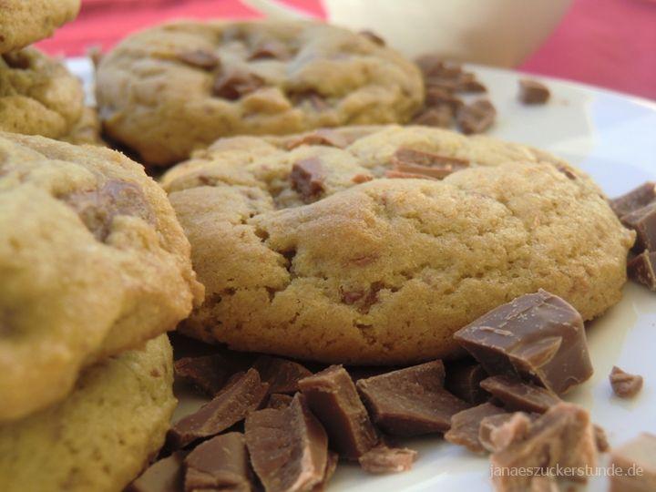 Suchst du nach einem Original, weichen Amerikanische Chocolate Chip Cookie Rezept? Probiert dieses leckere Cookie Rezept aus und sei begeistert!
