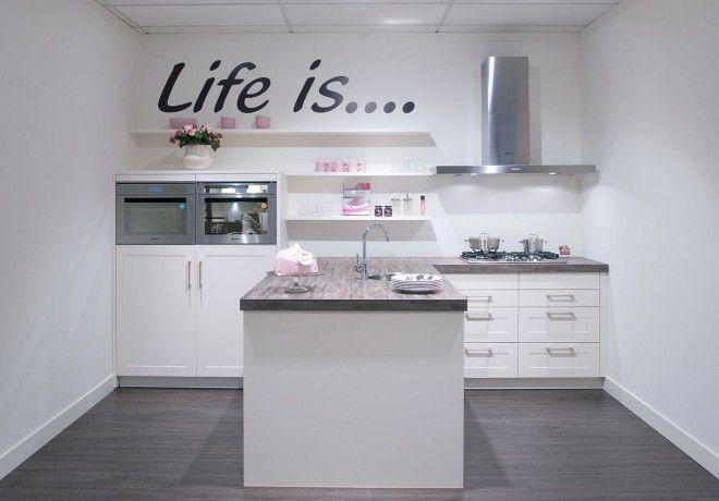 kleine keuken met schiereiland - Google zoeken