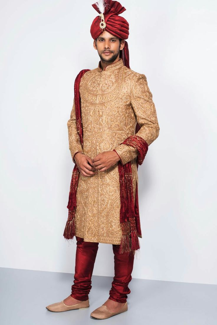 EKAKSH - golden embroidered all over work sherwani with stole #flyrobe #groom #groomwear #groomsherwani #sherwani #flyrobe #wedding #designersherwani